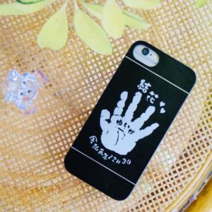 赤ちゃんの手形をiphoneカバーにエッチング刻印(^^♪