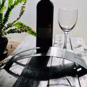美しいデザインのワインホルダーでボージョレ・ヌーヴォーを♪
