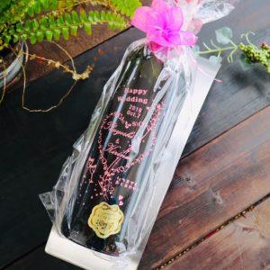 結婚式をより華やかに演出するボトル彫刻♬